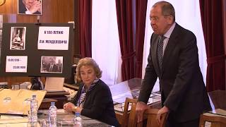 С.Лавров на церемонии передачи документов из личного архива Л.И.Менделевича