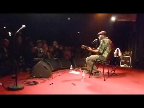 A wonderful Acoustic Reggae performance by Clinton Fearon - Chatty Chatty Mouth