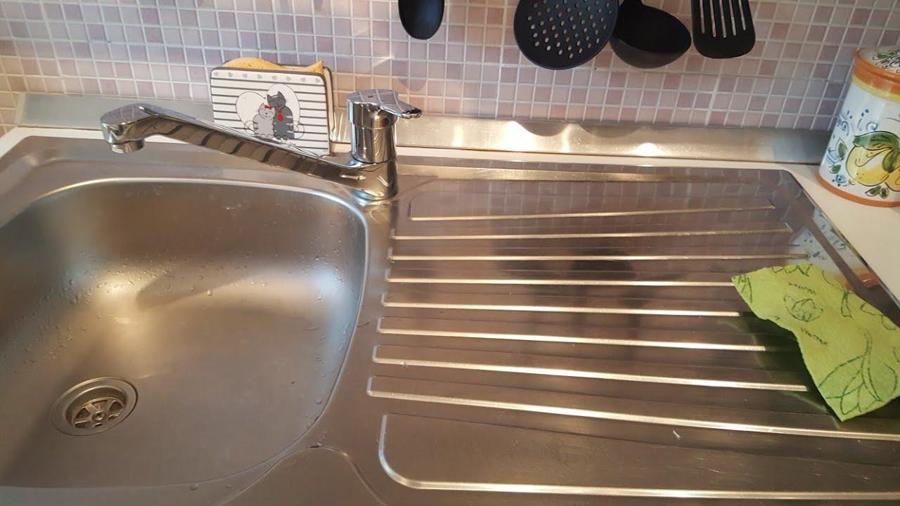 Come pulire il lavello della cucina in acciaio con l aceto - Pulire tubi lavandino cucina ...