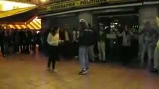 Казашка в Париже, французы отдыхают(танец в Париже., 2012-05-23T05:20:54.000Z)