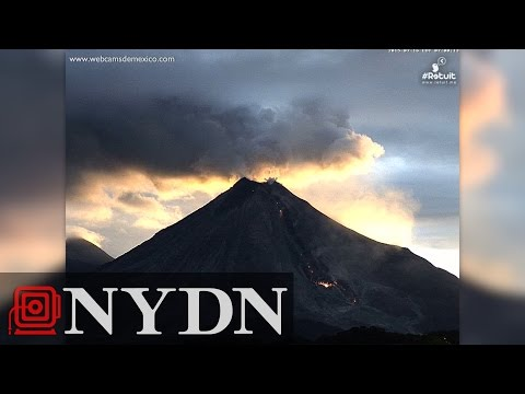 Timelapse of erupting volcano in Mexico