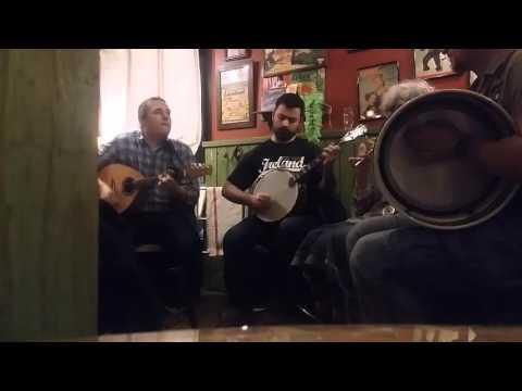 4 de trèfle. Musique irlandaise pour fêter la Saint-Patrick au Dolly's à Caen