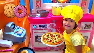 Pretend Play Pizza Delivery Restaurant and Cooking Food in Toy Kitchen Playhouse