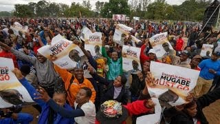 Thousands rally in Zimbabwe against President Mugabe thumbnail