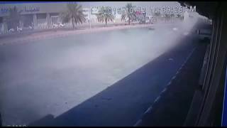 شاهد.. كاميرا توثق مقتل قائد سيارة تسير بسرعة جنونية في حفر الباطن