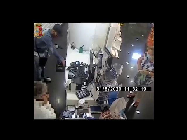 """Catania, rapina con spari e fuga, ma i """"falchi"""" arrestano il rapinatore seriale e violento"""