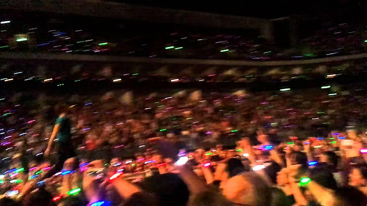 Download Coldplay - Christmas Lights - Every Teardrop is a Waterfall - Berlin, O2 World, 21/12/2011