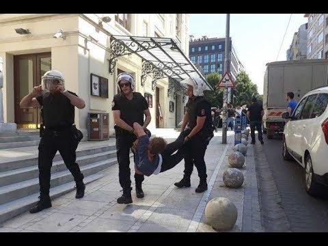 Kadıköy'de liseli gençlere polis saldırısı: Gözaltına alınanlar otobüste darbedildi thumbnail