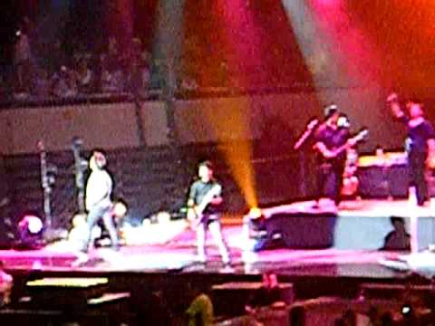 Jonas Brothers  Hold On & Play My Music JB World Tour 09  Monterrey, Mx