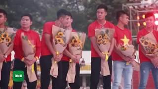 HÀ ĐỨC CHINH liên tục làm trò hài hước chọc ghẹo Quang Hải trên sân khấu | Dailysao