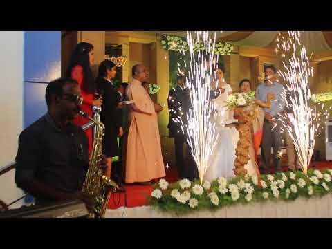 kerala-wedding-bride-&-groom-cake-cutting-saxophone-fusion-raagaaz-fusion-band-kerala-kochi