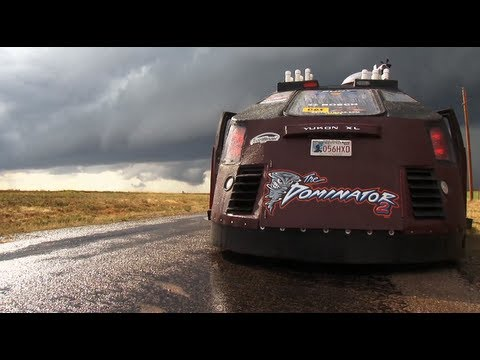INTENSE, raw, and unreal  Tornado Chasers 2012 season !