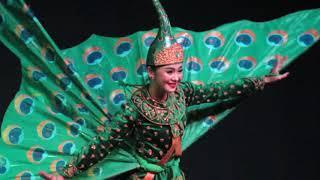 CAMBODIA:  PHNOM PENH: NATIONAL DANCE ENSEMBLE: 3: MONKEY / PEACOCK DANCE
