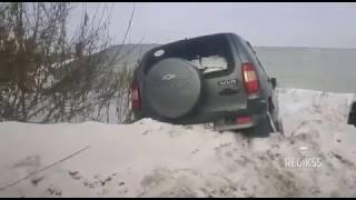Эвакуация Chevrolet Niva из кювета, Омск(, 2017-02-05T17:11:04.000Z)
