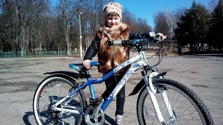 Как научить ребенка КАТАТЬСЯ НА ВЕЛОСИПЕДЕ. 5 лайфхаков. Новый велосипед МАРИЧКИ. Обзор и обучение