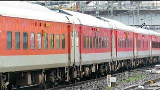 Maldatown New Delhi Express Grand Arrival at BHAGALPUR JUNCTION