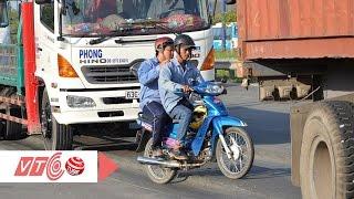 Rùng mình với kiểu đi xe của người Việt   VTC