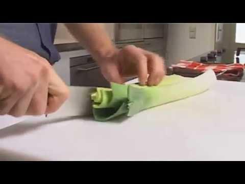 Küchenpraxis: Lauch richtig putzen und verarbeiten