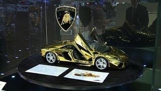 Au Salon de l'auto de Dubaï, des voitures de luxe