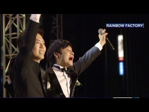 Same-sex couple stages wedding in South Korea