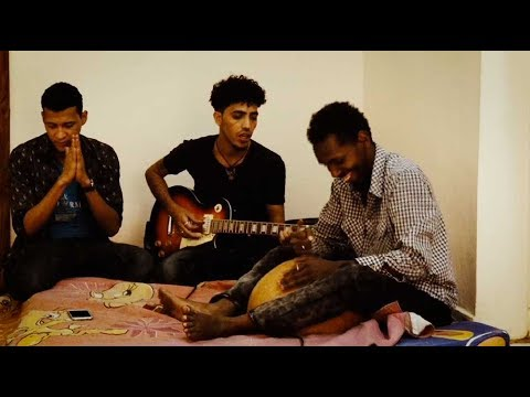 "Aratan Nakal: ""Notre guitare, notre arme"""