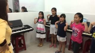 Giờ giải lao học nhạc Organ tại lớp nhạc Thùy Dương