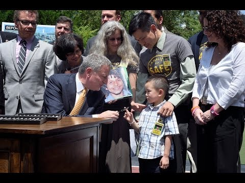 Mayor de Blasio Signs Package of Life-Saving Traffic Safety Bills