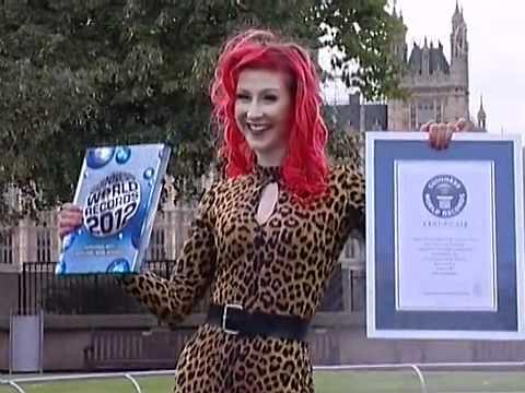 Gặp gỡ những người nắm giữ kỷ lục Guinness 2012