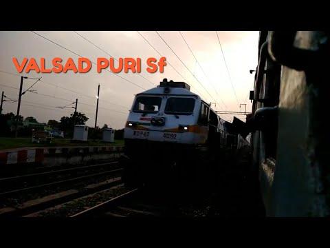 22909 Valsad puri super fast sf express overtakes 11265 jabalpur ambikapur express