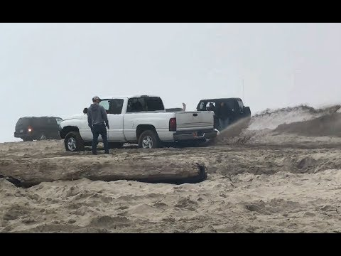 2WD SUV and Truck got stuck on the beach