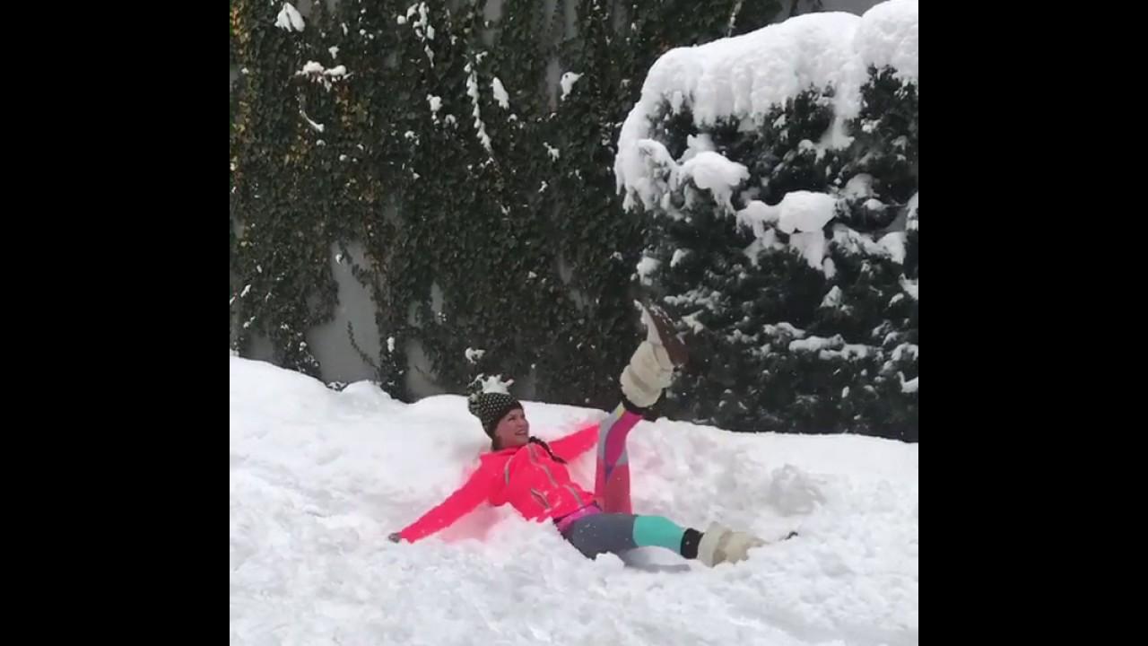 Ebru Şallı Karın İçinde Pilates Yapıyor