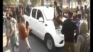 PUNJAB UNIVERSITY STUDENTS FIGHT-PROTEST STUDENTS ATTACK ON POLICE
