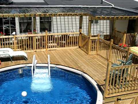 Patio with pool windish by patios et cl tures beaulieu for Piscine encastree