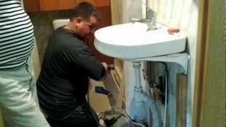 Врезка водопроводного крана без отключения воды(При врезке крана вылилось чуть больше полведра воды, из которых мимо пролилось не больше полстакана :), 2012-05-06T13:58:58.000Z)