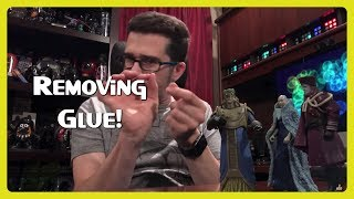 How to Remove Glue from Plastic  👨🏻🎨