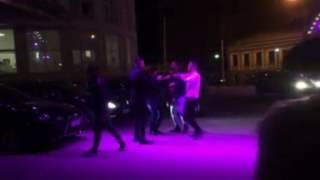Зажигательный танец на фоне элитных авто у самого дорого клуба в Воронеже