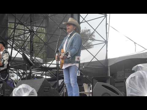 Dwight Yoakam - Ain't That Lonely Yet (FPSF Houston 05.31.14) HD