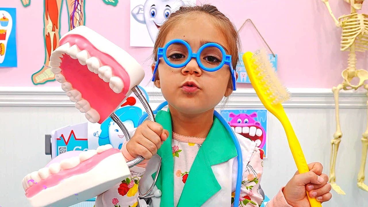 Мия учит Артема как важно чистить зубы | Мия Настя и Артем