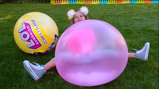 Катя и Макс загрузили Полную машину LOL шаров Video