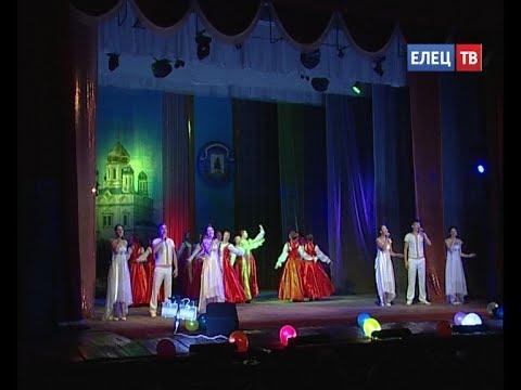 Благодарность за вклад в развитие Ельца: на сцене городского Дворца культуры известным ельчанам
