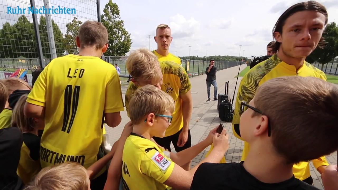 Selfies und Autogramme nach dem BVB-Training