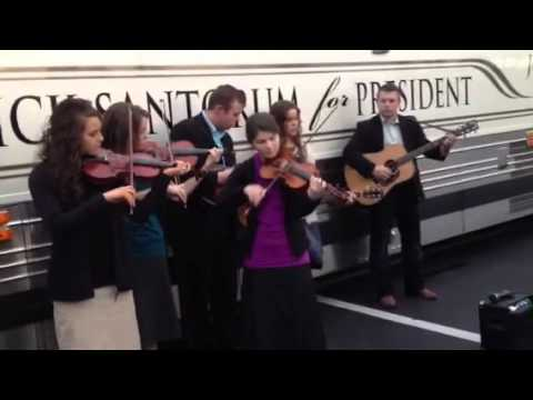 Duggars and Bates sing and share at Myrtle Beach rally for