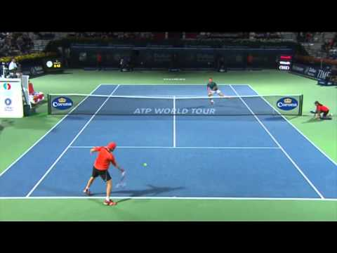 Roger Federer 'Tweener Hot Shot Dubai 2014 Super !