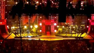 blake shelton opening the 2011 cma awards with footloose