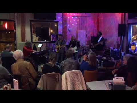 Ducharme-Jones Band at Captain Roy's in Des Moines, IA on Jan. 27, 2018 (4 of 4)