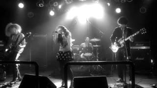 Yuki performed live by the Nekocats (Asakusa) ネコキャッツの「雪」生演奏(浅草) デビューシングル販売中! http://amzn.to/mNNgKz Shot by Yoshinori Kataoka ...