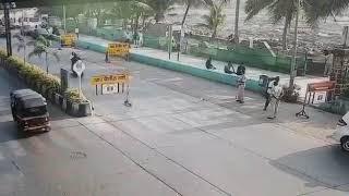 Mumbai Police Bandra Carter Road Live Accident   Nakabandi Main Bike Sawar ne Bandra Police Ko thoka