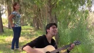 Смотреть клип Ale González & Roxana Sánchez - Dame Un Beso Como La Primera Vez
