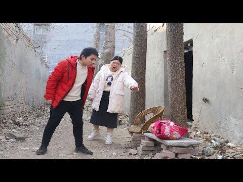 婆婆打牌,把孙子扔家里,儿媳:你忘了第一个孩子怎么没的【飞翔剧场】