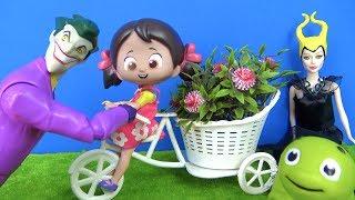 Joker Niloya'nın bisikletini alıyor Niloya bisikletten düşüyor. Joker yanlışlıkla Pepee'ye çarpıyor.
